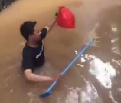 Pria yang Viral karena Terjang Banjir untuk Antar Makanan